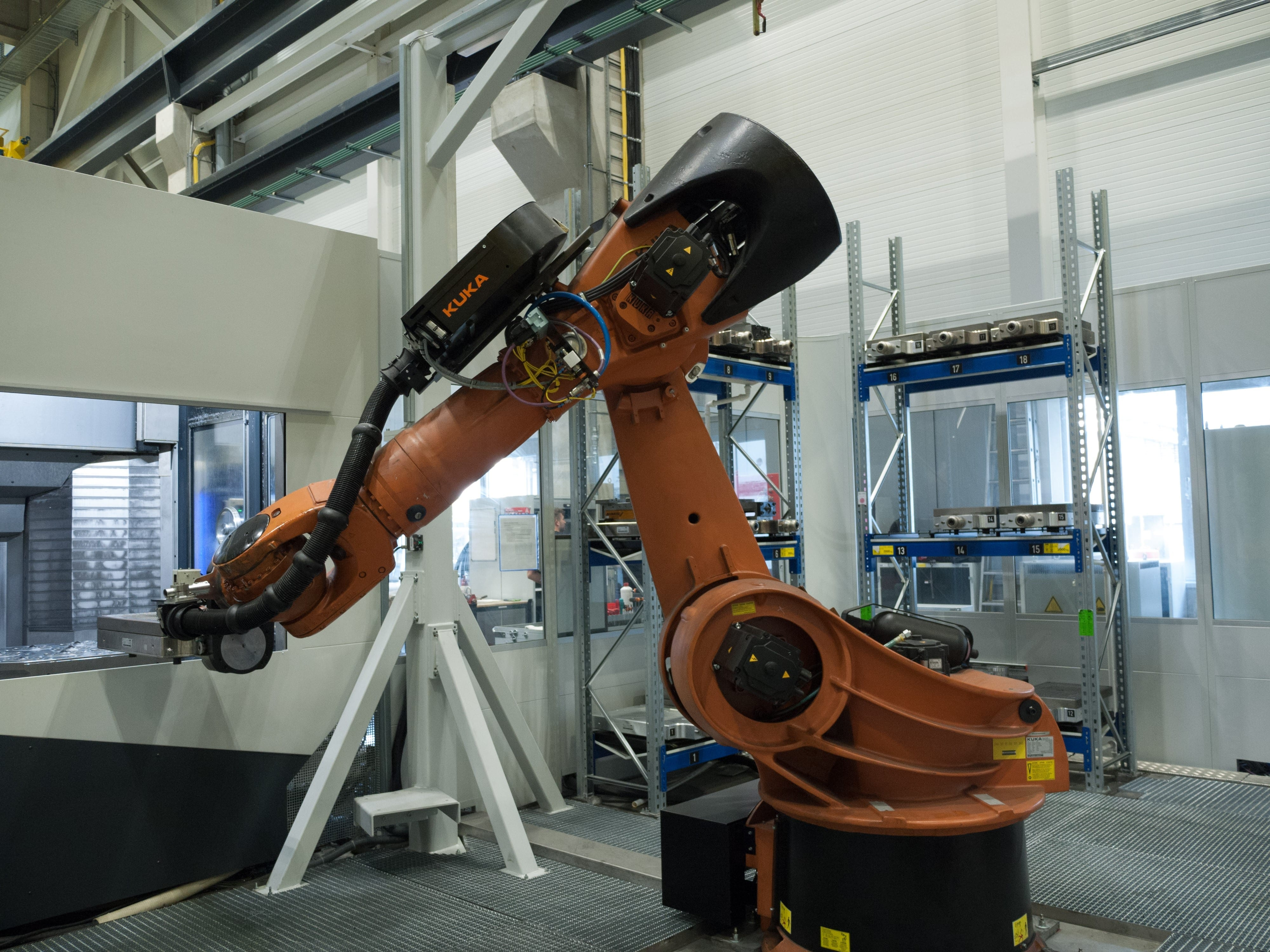 5-axis machine tool automation for increased productivity