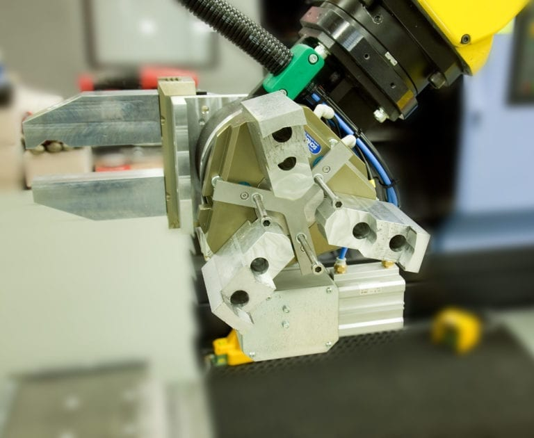 To automate the workpiece exchange, manufactured parts need to be gripped with a robot.