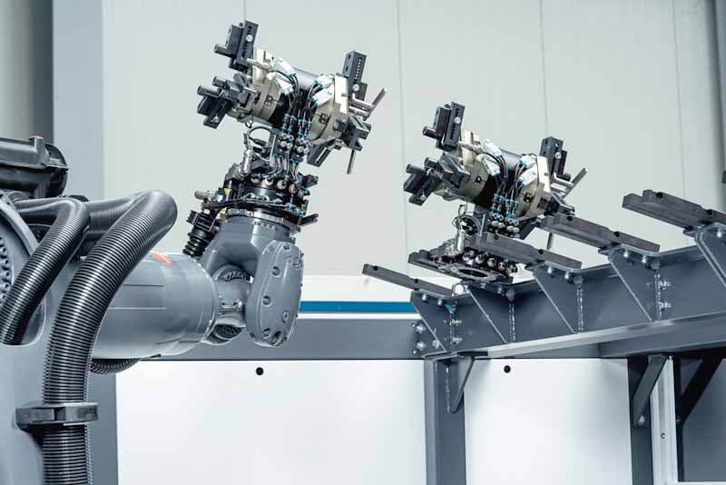 Fastems RoboCell ONE features automatic gripper changes