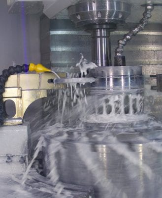Specific machining processes such as in the grinding machine are only possible without clamping, which means the workpiece at the loading station must first be removed from the pallet so that the robot can load the machine.